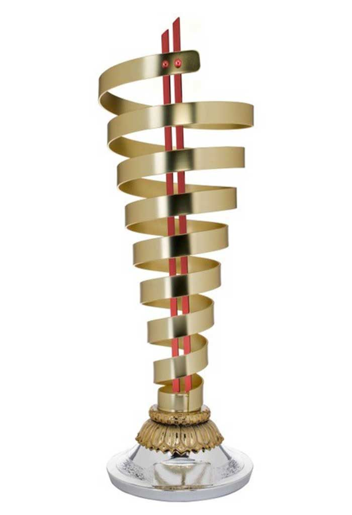 Coppa con struttura in metallo dorato