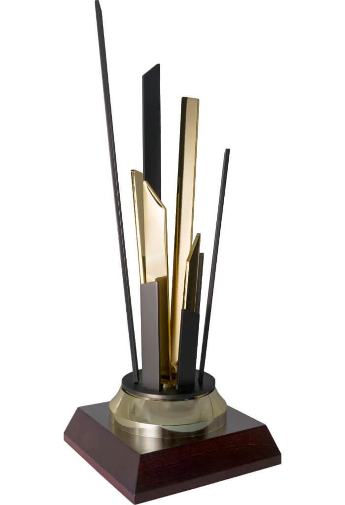 Trofeo in black-titanium e oro