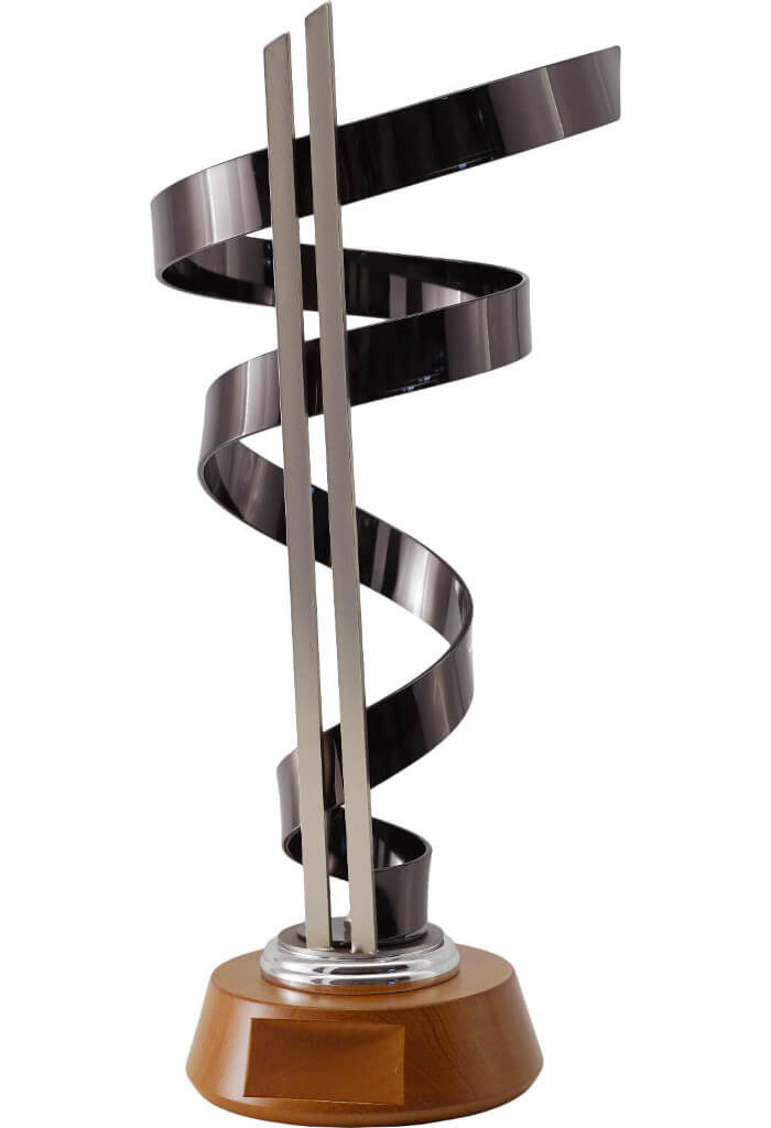 Trofeo in black-titanio e metallo chiaro