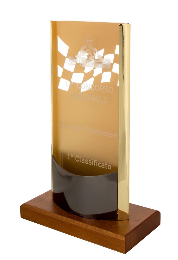 Trofeo con struttura in metallo dorato