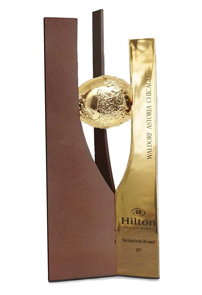 Trofeo in metallo dorato o argentato